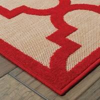 Quatrafoil Lattice Sand/ Red Indoor/Outdoor Rug - 2'3 X 7'6