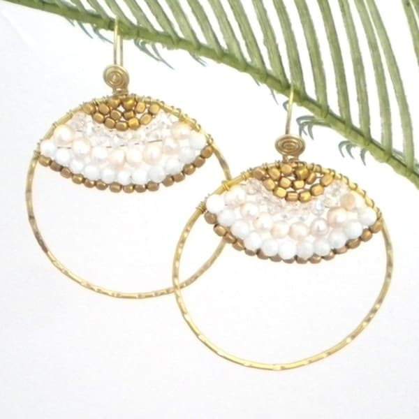 Handmade Goldtone Freshwater White Pearl Hoop Earrings (Thailand)