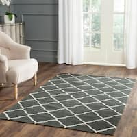 Safavieh Hand-woven Moroccan Reversible Dhurrie Charcoal/ Ivory Geometric Wool Rug - 8' x 10'